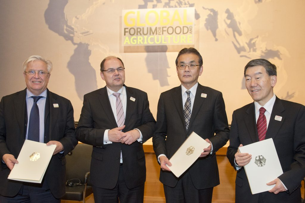 GFFA 2016: Handing over of the Communiqué at the 8th Berlin Agriculture Ministers's Summit at the Federal Foreign Office  | Photo: Michael Gottschalk/photothek.net/BMEL