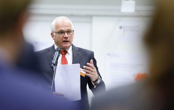 Staatssekretär Bleser bei der Eröffnung der Kooperationsbörse