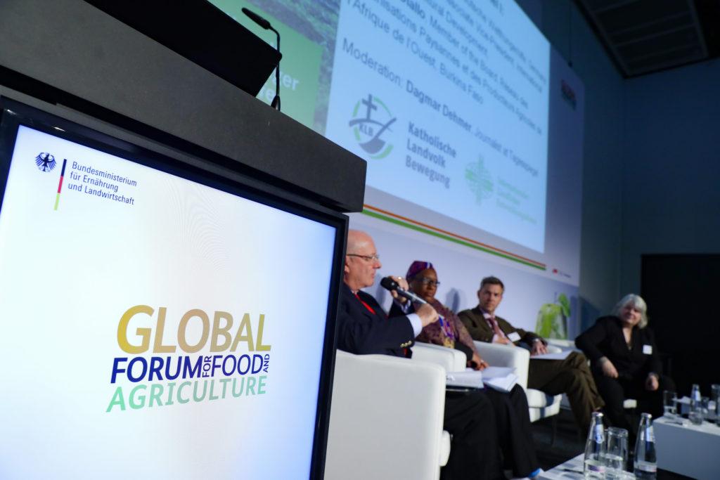 Global Forum for Food and Agriculture GFFA. Fachpodium M8: Von Worten zu Taten – Wie lassen sich Agrar- und Wasserpolitik im Rahmen der Agenda 2030 wirksam miteinander verbinden? 20.01.2017, Copyright: BMEL/Thomas Trutschel/photothek.net