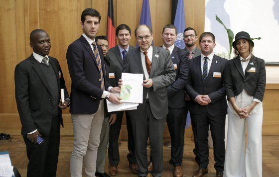 Young Farmers mit Bundesminister Schmidt bei der Ministerkonferenz im Auswärtigem Amt